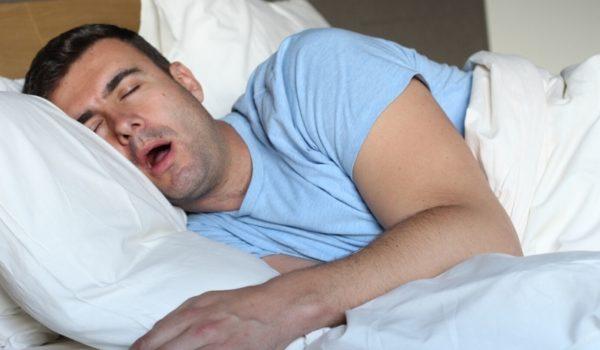 いびきがうるさい男性は嫌われる