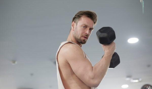 筋肉質でがたいがいい人・男性に似合うファッションとは