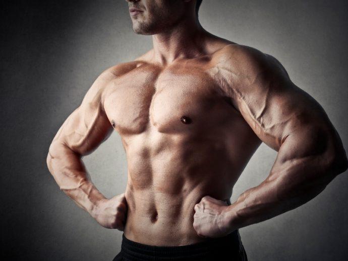 筋肉質メンズのファッションはがたいを活かせ!