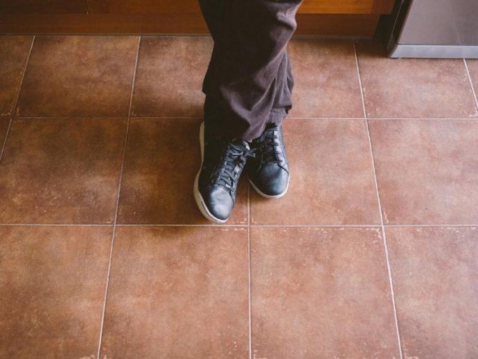 低身長に見えないファッションテクニック パンツと同色の靴で足長効果