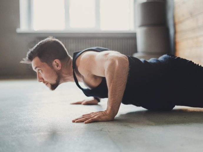 自撮り前に筋肉をパンプアップさせておく